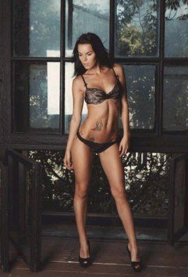 Stephanie, photos from the site SexoDubai.me
