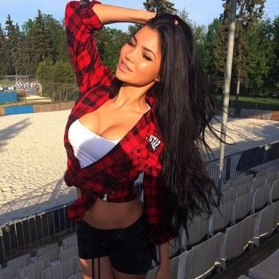 Petite, age: 18 height: 166, weight: 53