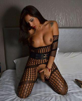 Bella from Dubai