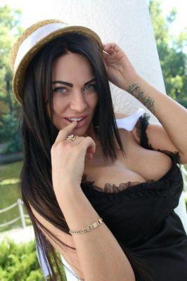 whore Evelyna from Dubai