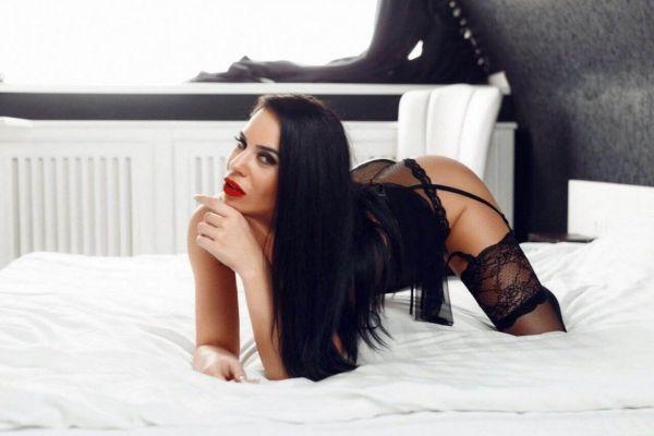 call girl Sandra, from Dubai