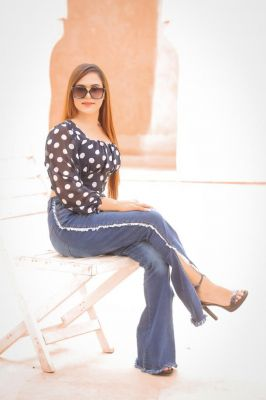 1 hour with low rate call girl Alisha costs AED 1000