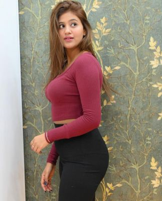 Dubai escort girl Shreya available for hot sex
