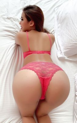 Beautiful escort elite girl Youny girl Mickey will be your perfect company in UAE
