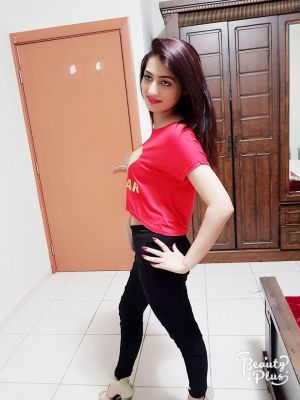 Cheap incall escort invites you to her place in UAE