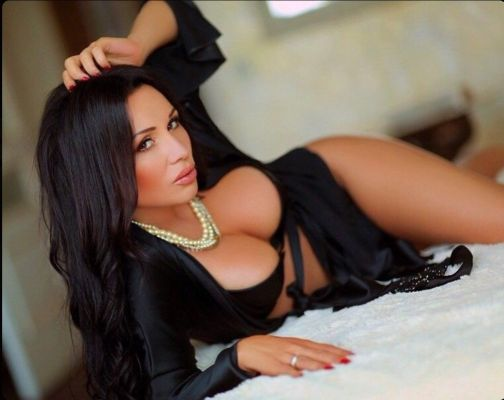 call girl Layla, from Dubai