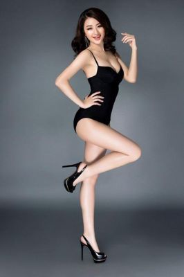 Lily Dubai, seductive photo