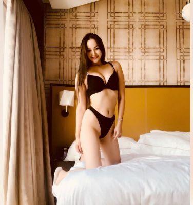 Young Anna (Dubai), sexual photo