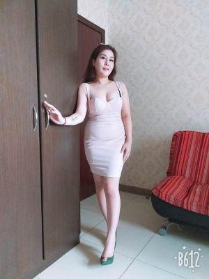 Asian massage girls , phone. +971 58 114 4716