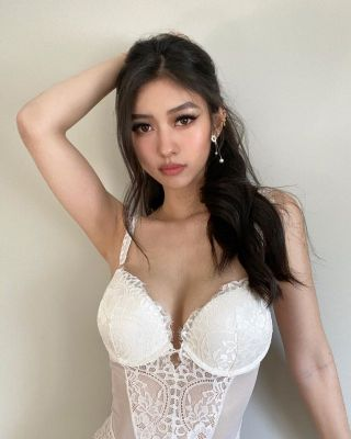 Very sexy girl Ella — photos and reviews about the girl