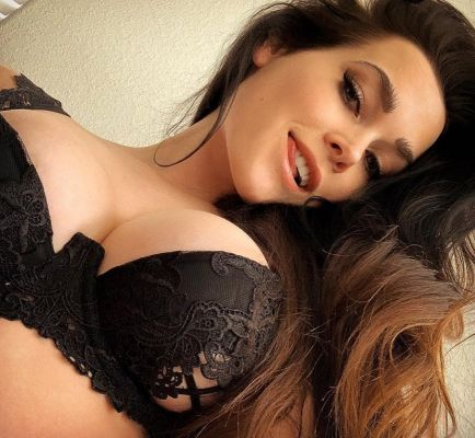 Amelia, seductive photo