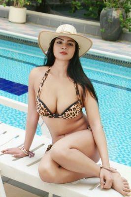 Escort Dubai Komal Pool Girl (Dubai), +971 58 921 1300