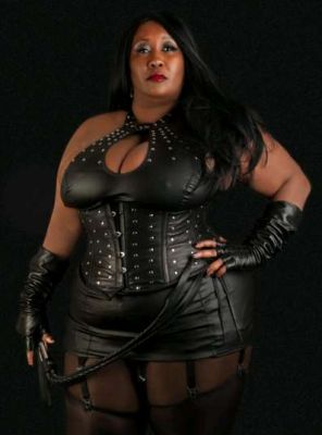 Madam Caramel, photos from the site SexoDubai.me