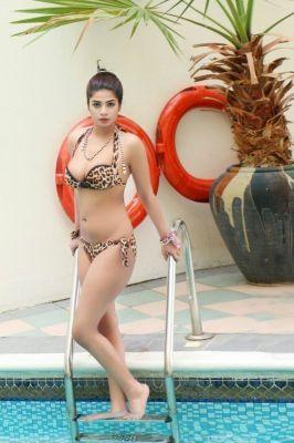 Latex woman Komal Pool Model for BDSM dating