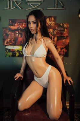 Enjoy sex massage in Dubai from Lisa