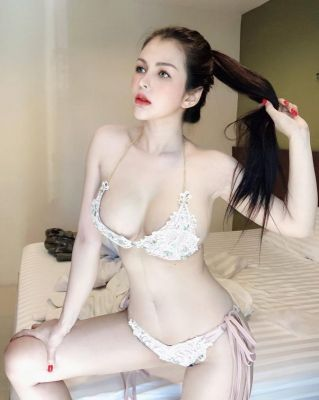 Book UAE escort for outcall (1 hour - AED 600)