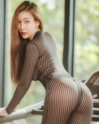 24 hour escort Amy in Dubai is waiting for a call
