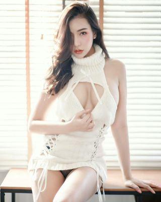 Dubai escort for A-Level sex: Amy (55 kg, 166 cm)