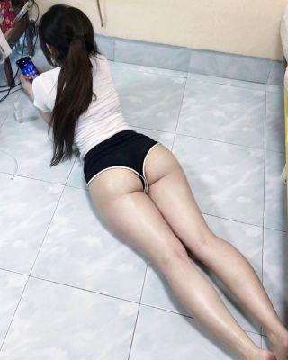Dubai fetish escort Amy for golden shower, sex with toys