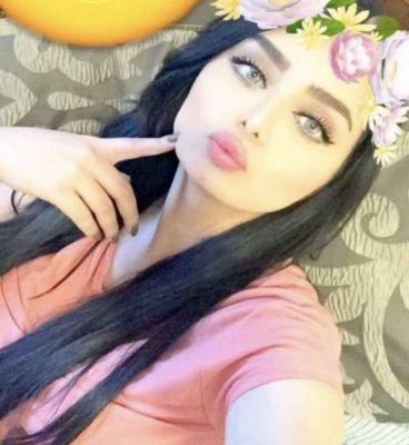 whore Flora from Dubai