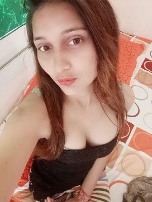 Hot Dubai girl Noor sucks for AED 500